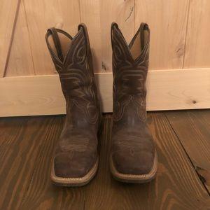 10 EE Ariat Boots